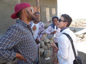 Reunidos con Belaynish hablando del proyecto de microcréditos